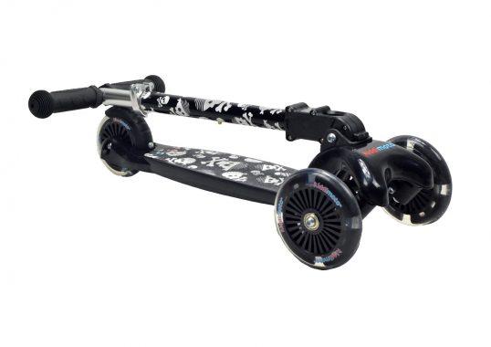 тротинетка с 3 колела, светещи колела, детска тротинетка, черепи, kiddimoto, триколка, подарък за деца