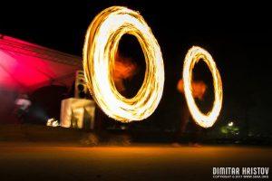 огнено шоу, добрич, килла бии, въртене на огън, скейт парк добрич
